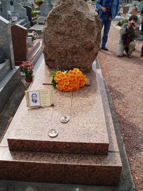 6 Sur la tombe de Bertoni